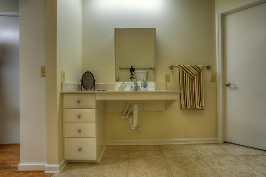 Handicap Bathroom | STEPHEN L. MABE BUILDING, INC.